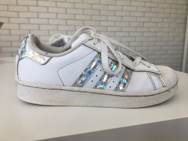 Błyszczące Adidas Superstar rozmiar 32