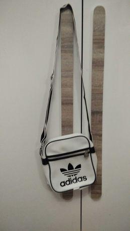 Torebka, listonoszka Adidas biała z czarnymi wstawkami