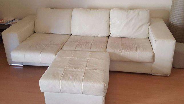Sofá com chaise longue amovível e bancos com estiradores