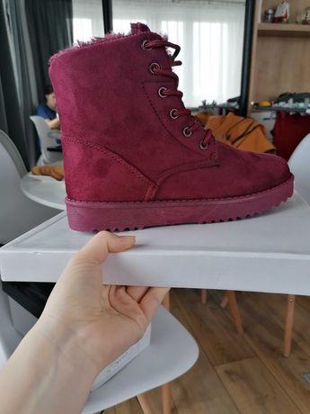 Buty zimowe ociepalne w środku nowe w pudełku