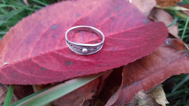 Кольцо серебряное (размер 17,5).