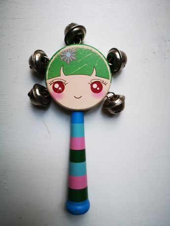Grzechotka drewniana dziewczynka