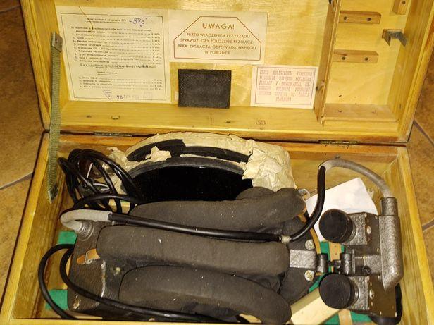 Wojskowy noktowizor wraz z hełmofonem i skrzynią transportową