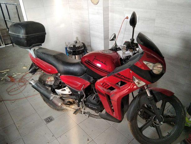 Motor Junak 125 .