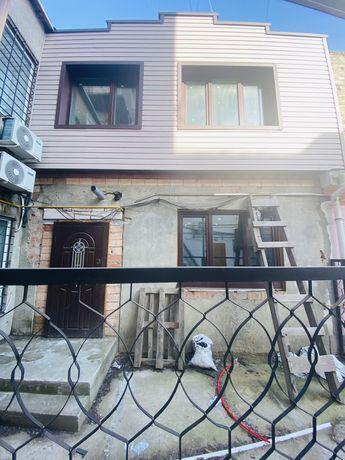 Продам СВОЮ квартиру в ЦЕНТРЕ города с палисадником, два этажа