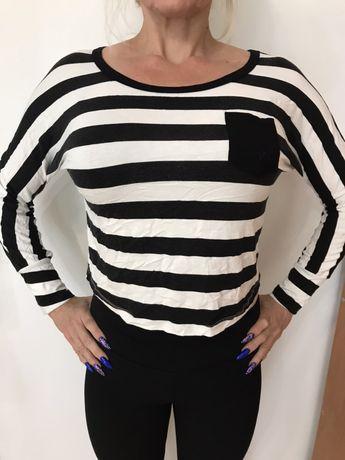 Bluzka w czarno - białe paski