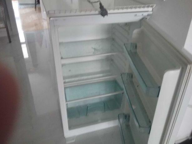 Mała lodówka Amica