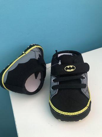 Buciki niechodki 3-6 mies Batman