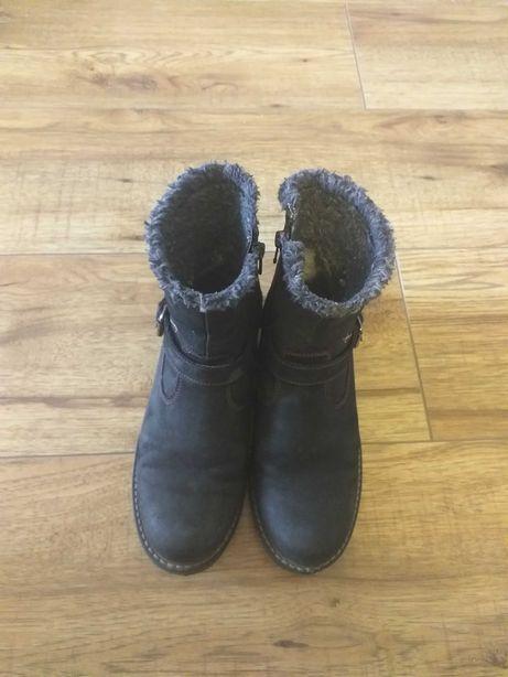 Sprzedam buty dla dziewczynki rozmiar 35.