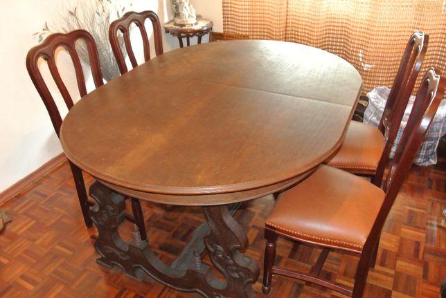 Mesa de jantar em madeira trabalhada para 6 pessoas