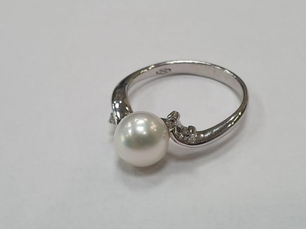 4x Brylant + Perła! Piękny pierścionek damski/ 750/ 3.55 gram/ R15
