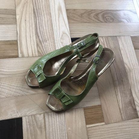 zielone buty niski obcas sandałki sandały złote