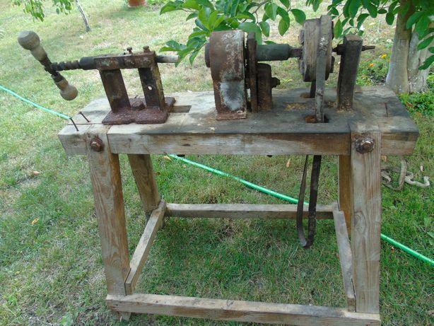 Stary oryginalny przedmiot maszyna tokarka do drewna