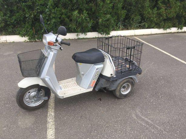 Трёх колёсный японский  грузовой скутер