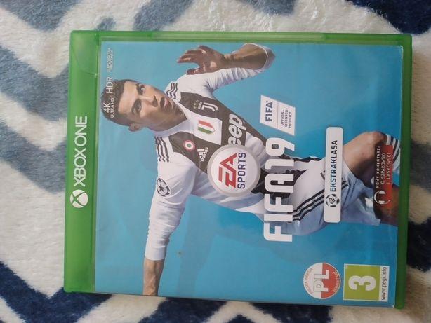 Grą FIFA 19 na xbox one
