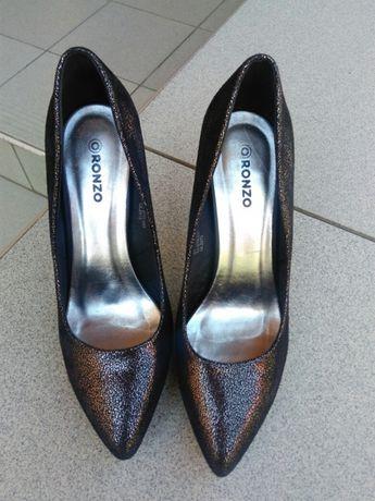 Продам жіночі туфлі 39 розміру