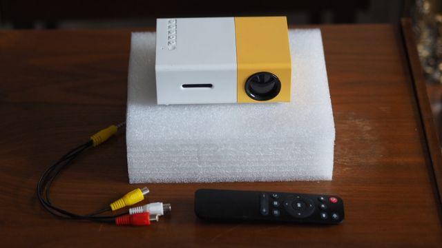 Rzutnik LED Przenośny mini Projektor YG300 320x240