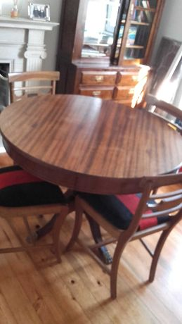 Mesa de jantar + 4 Cadeiras estofadas