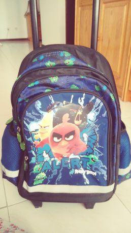 Mochila com rodinhas Angry Birds.