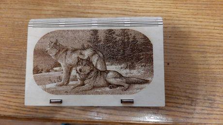 Деревянная шкатулка.качественная ручная работа.рисунок-выжигание.в асс