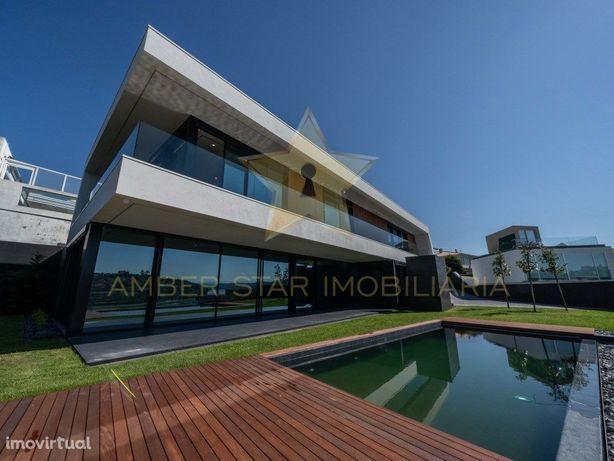 Luxuosa moradia T5 com fantástica vista para o rio Douro ...