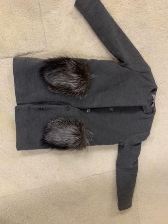 Зимнее пальто с карманами из чернобурки