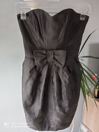 Czarna sukienka bez ramiączek
