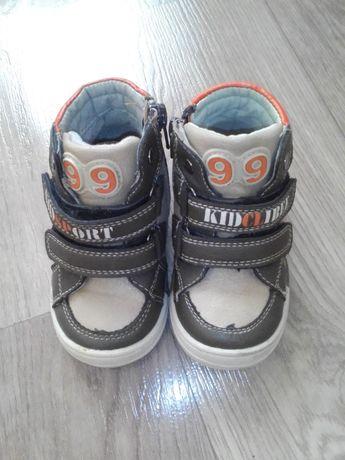 Продам демисезонные ботинки для мальчика 22 размер