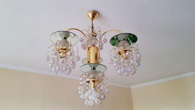 Люстра на 4 лампы.