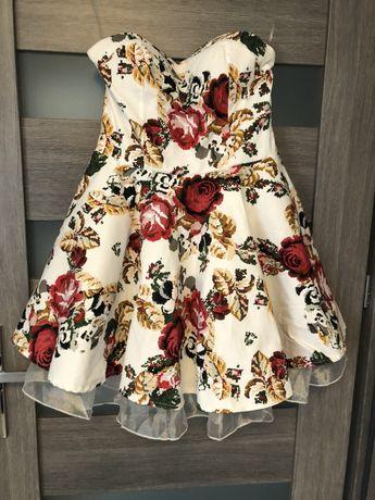 Sukienka bez ramiaczek w czerwone kwiaty