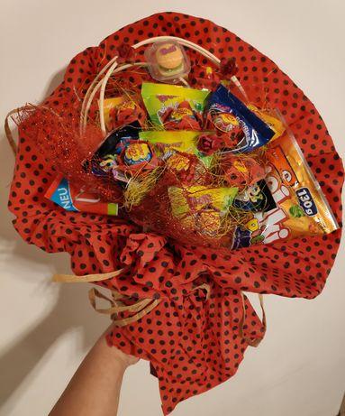 Bukiet z lizaków i żelków, prezent, słodki bukiet