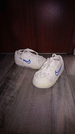 Nike dziecięce 22