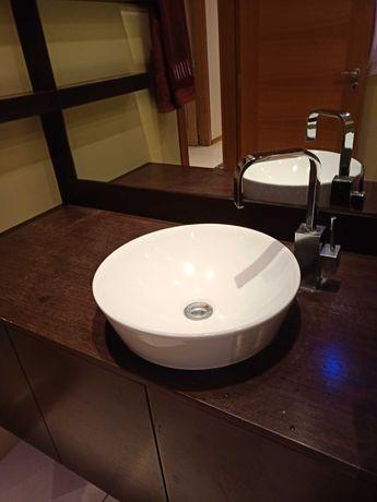 Conjunto de móvel de madeira de casa de banho