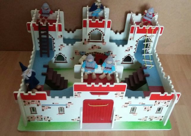 Drewniany zamek rycerski Króla Artura 60x48cm Bigjigs, bardzo solidny.