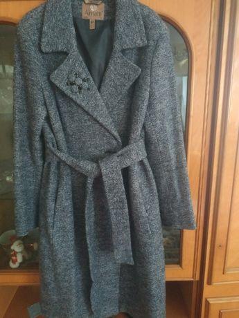 Жіноче пальто в гарному стані