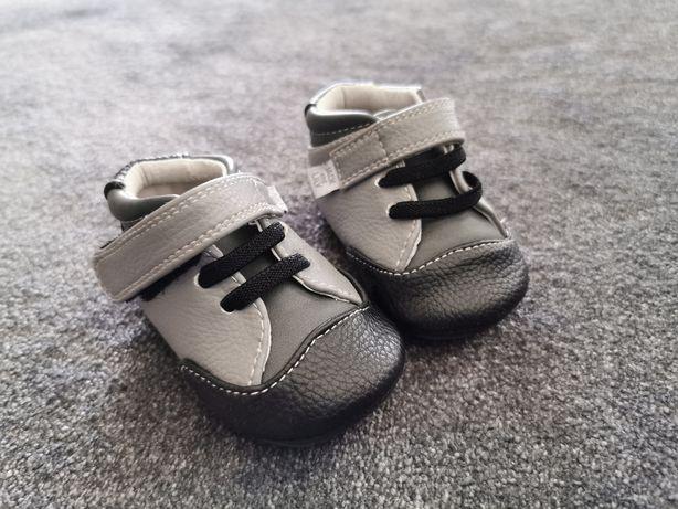 Pierwsze buciki chłopięce