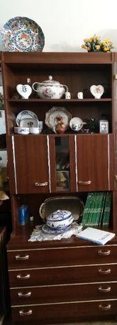 Vendo móvel sala tem tres prateleiras, cristaleira e 4 gavetas