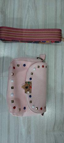 Różowa torebka skórzana ozdobny pasek