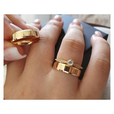 Pełna Elegancji Para Złotych Obrączek Ślubnych