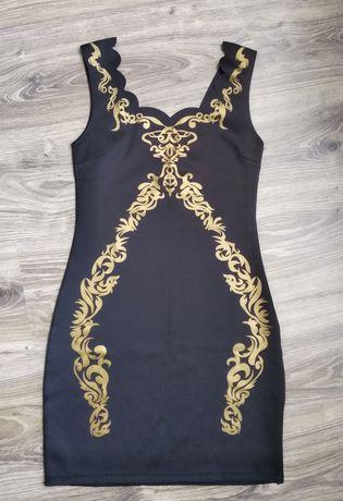 Стильне чорне плаття з золотистим принтом-декором розміру S