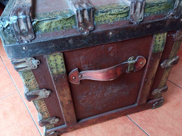 Antiga Caixa Baú de Porão para viajem em barco -Vintage