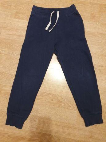 2 szt spodni roz 122  H&M dresy i jeansy podszewka