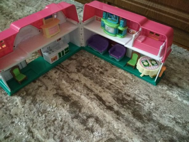 Домик с мебелью для кукол
