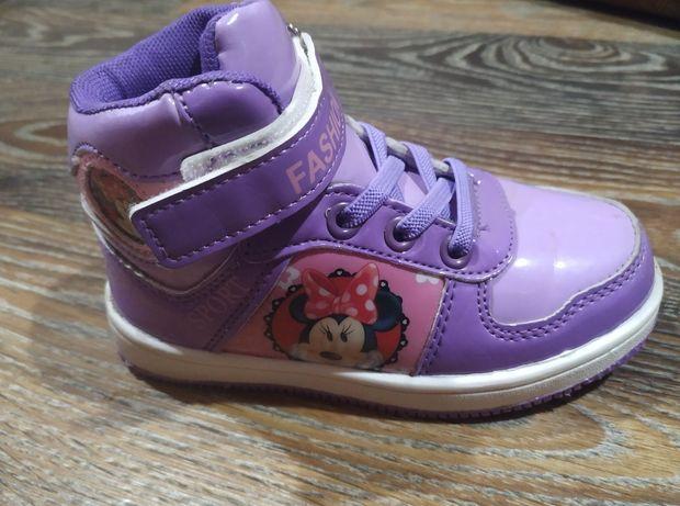 Ботинки для девочки в отличном состоянии
