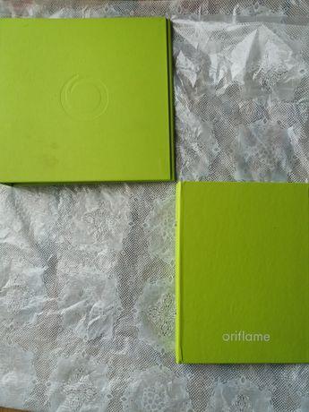 Папки Оріфлейм і книги Oriflame