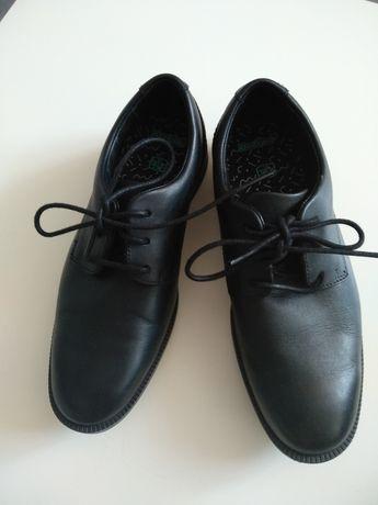 Skórzane pantofle Clarks, komunia