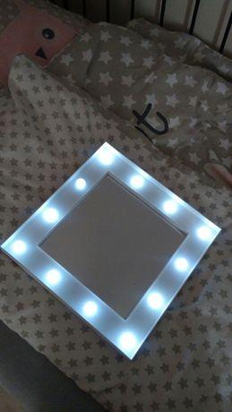 Białe lustro do makijażu ledy podwietlane