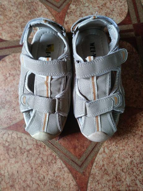 Sprzedam sandały chłopięce