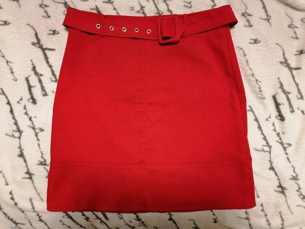 Spódniczka firmy Orsay w rozmiarze 36/S czerwona, pasek.