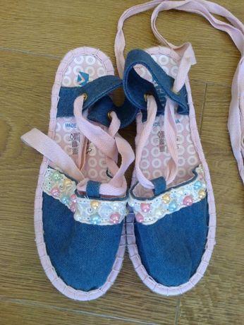 Nowe buciki na lato z materiału nr 34